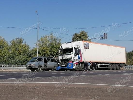 Под Курском в массовом ДТП на трассе М-2 «Крым» ранены 3 человека