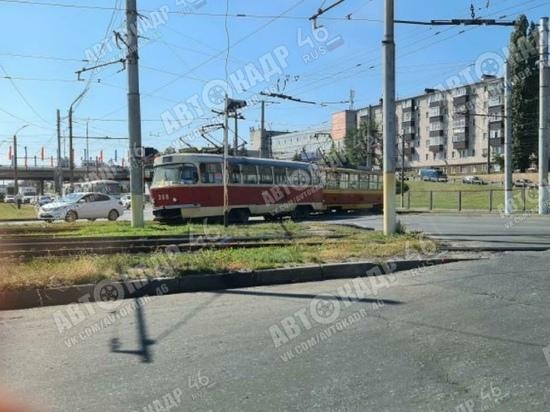 В Курске сход трамвая с рельсов привел к дорожному коллапсу на улице Энгельса