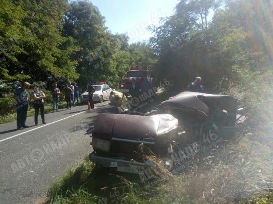 В Курской области 46-летний водитель ВАЗ погиб в лобовом столкновении с грузовиком