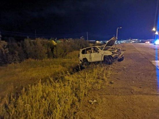В Магадане внедорожник врезался в знак и перевернулся: пострадали подростки
