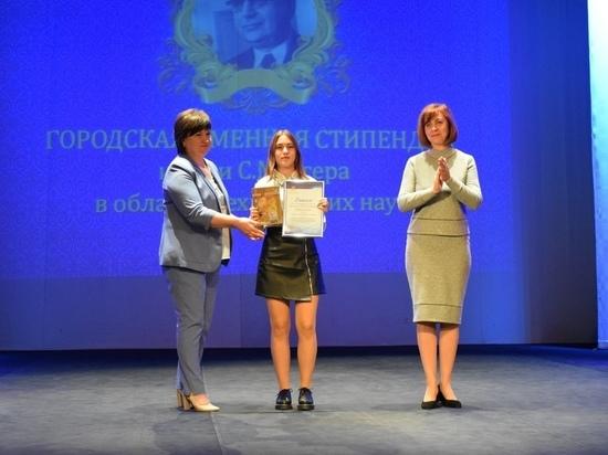 Тамбовских школьников и студентов отметили стипендиями и премиями