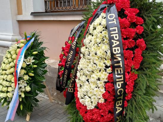 Погибшего с Зиничевым режиссера Александра Мельника похоронят скромно