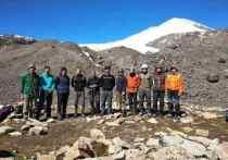Альпинисты из ЛНР развернули флаг республики на вершине Терсколак