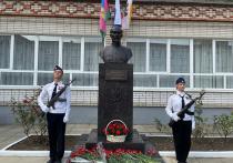 Бюст Феликса Дзержинского установили возле краснодарской школы №32