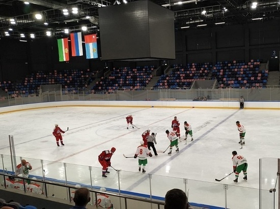 В Калуге на льду Дворца сразились команда Фетисова и калужская сборная