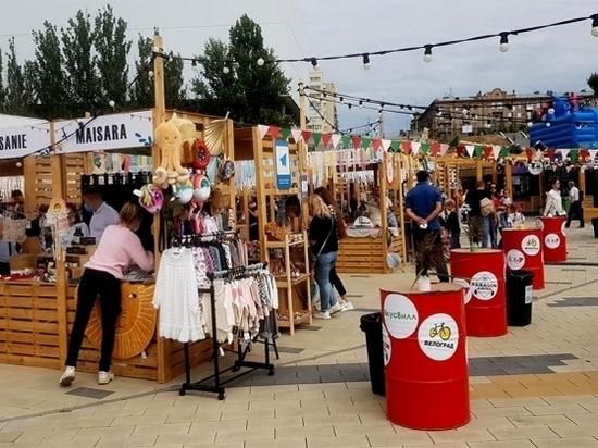 Пойма Царицы в День города Волгограда превратилась в площадку для ярмарки