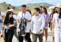 Артюхов в Крыму пообщался с участниками творческого фестиваля «Таврида. АРТ» из Ямала