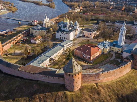 Новгородских рыбаков встретили песнями на Дне города
