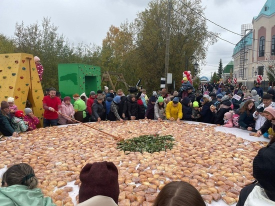 2800 пирожков испекли на День города в Салехарде