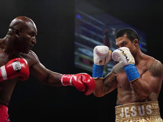 Бывший абсолютный чемпион мира напрасно вернулся в ринг