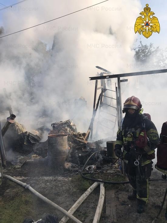 Женщина погибла на пожаре дачи в Калуге