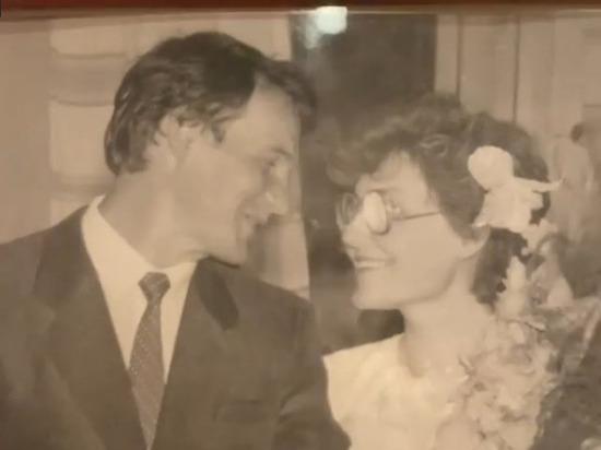 Малышева показала свадебную фотографию 34-летней давности