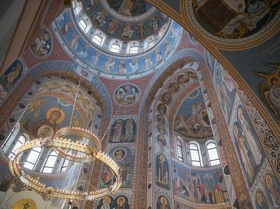 Андрей Бочаров проверил готовность к освящению храма Александра Невского