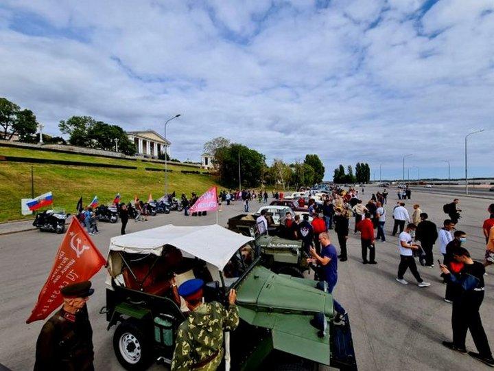 Кортеж из ретроавтомобилей проехал по улицам Волгограда, фото-2