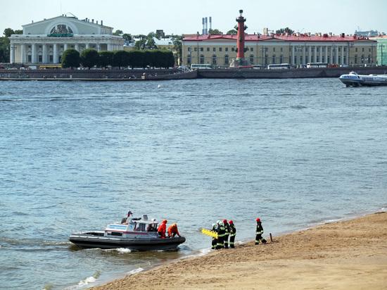 Транспортная прокуратура начала проверку после инцидента с перевернутой лодкой в акватории Невы