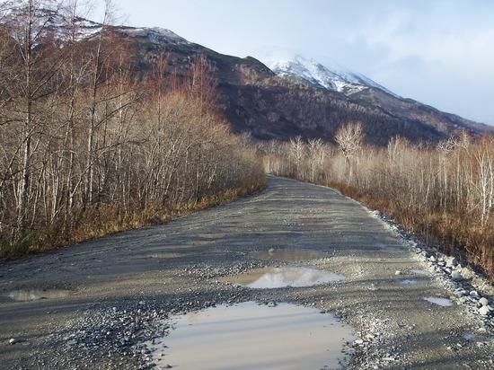 На недавно отремонтированной кемеровской дороге образовалась дыра