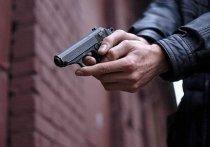 На Колыме мужчина пытался ограбить женщину, угрожая пистолетом
