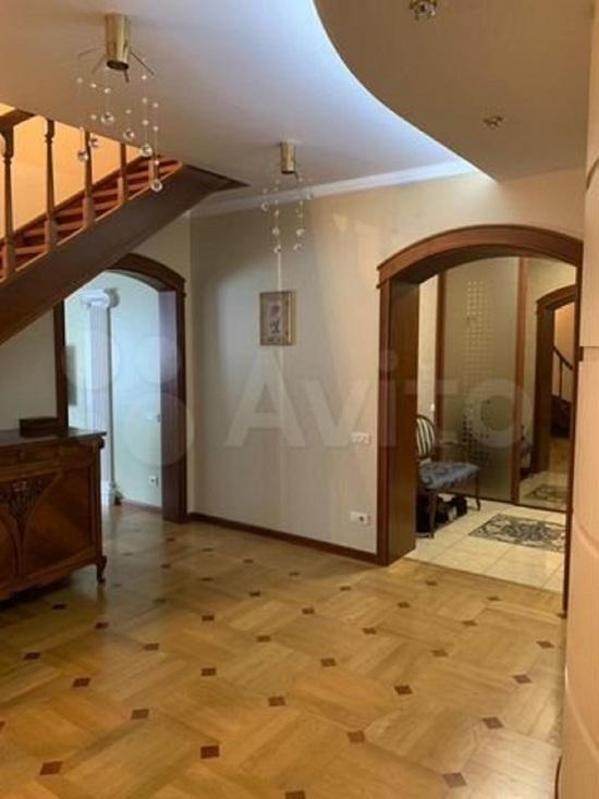 Квартира в центре Новокузнецка с сауной и джакузи продается за 35 млн рублей