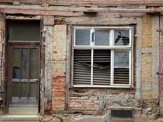 Почти в 13 млн рублей обойдется снос четырехэтажного заброшенного дома в Кемерове
