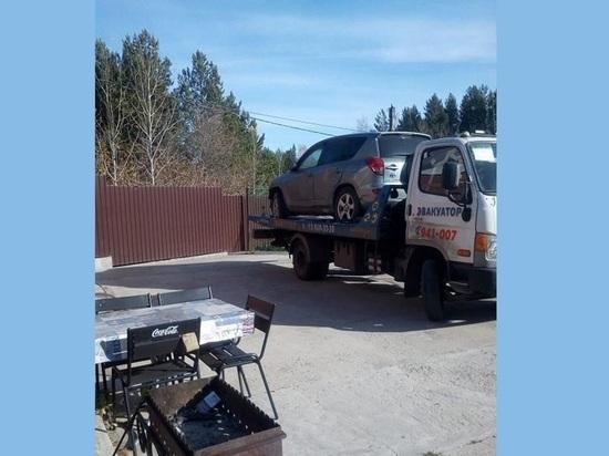 Томские приставы заставили мужчину отдать деньги экс-супруге, угрожая эвакуацией автомобиля
