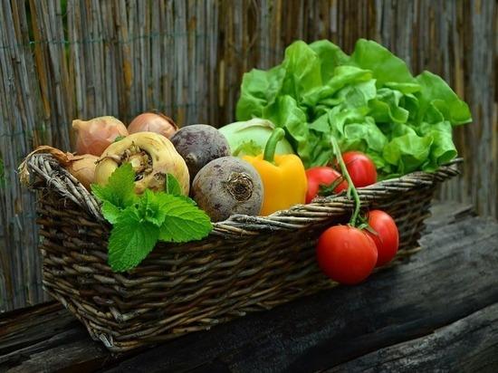 Цены на овощи и молочные продукты резко выросли в Омске