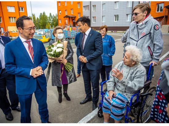 Глава Якутии в Алдане проверил строительство жилья для переселенцев
