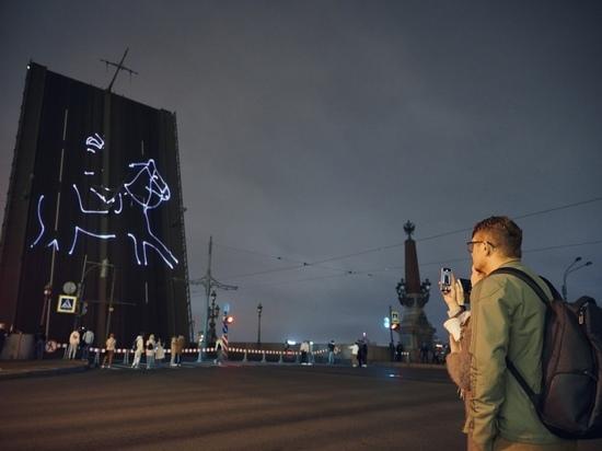 Петербург отметил 800-летие Александра Невского салютом и божественной литургией