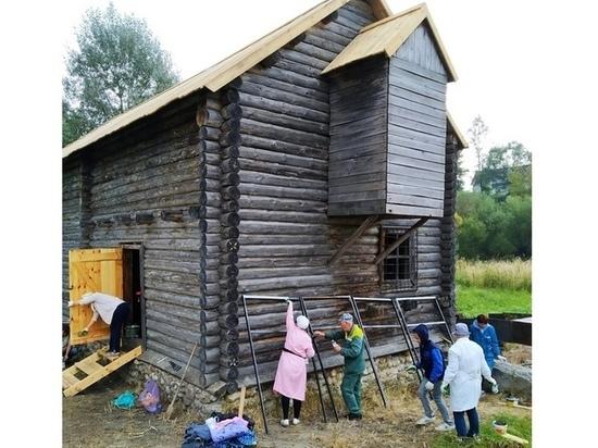 В брянской усадьбе Тютчевых отремонтировали крышу мельницы