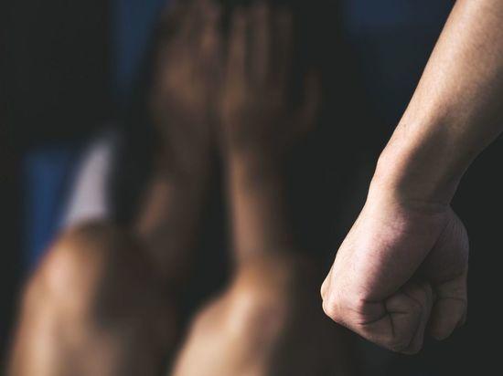 В Петергофе на вечеринке избили и изнасиловали школьницу