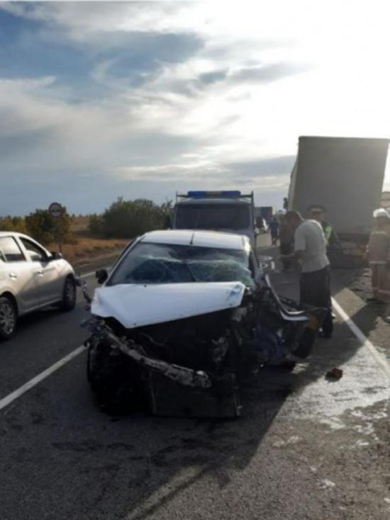 Под Волгоградом водитель из Казани устроил массовую аварию с фурами