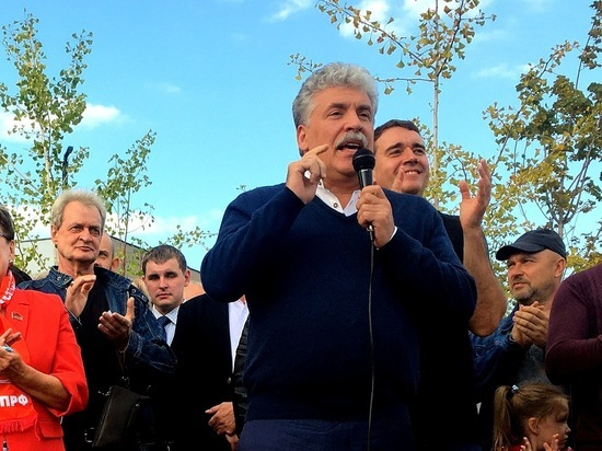 На встрече с несостоявшимся президентом России саратовцы сломали несколько деревьев