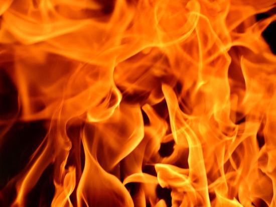 В Донецке загорелся автомобиль скорой помощи