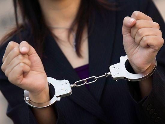 Суд отправил за решетку петербурженку, ударившую приятеля 19 раз ножом