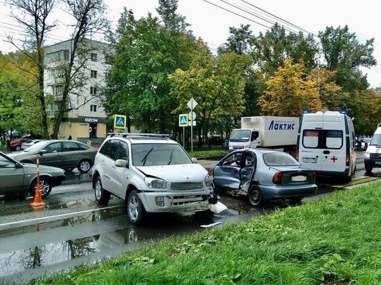 Молодой новгородец на «Шевроле Ланос» учинил ДТП на Большой Санкт-Петербургской