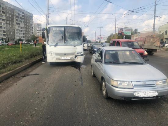 В Иванове произошла авария с участием маршрутки, автобуса и легковушки