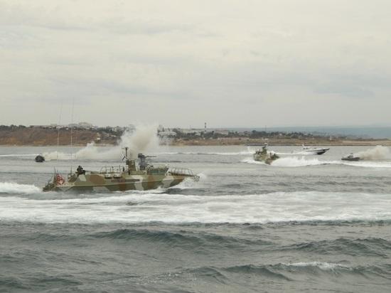 Быстроходные катера ЧФ уничтожили условных диверсантов у берегов Крыма
