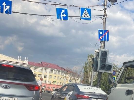 В Курске двое суток не работает светофор на площади Перекальского
