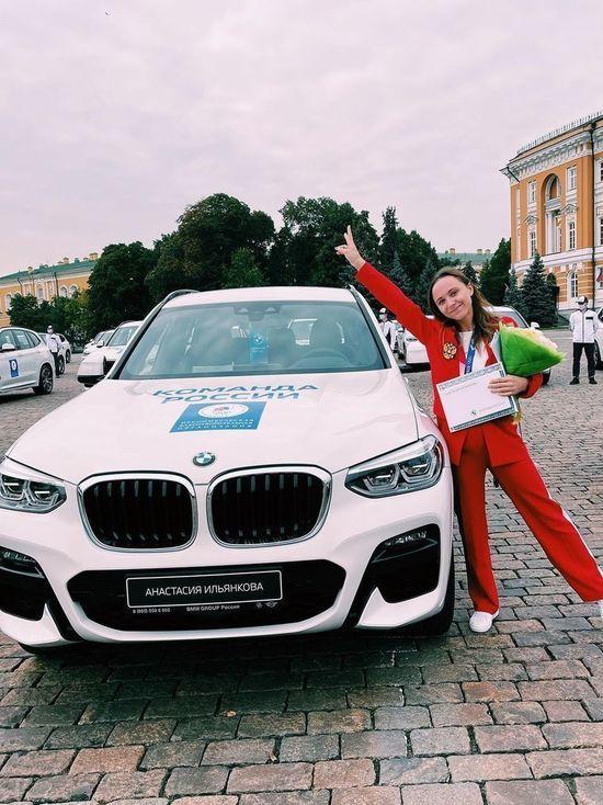 Медведев вручил олимпийской призерке из Кузбасса Анастасии Ильянковой ключи от BMW X3