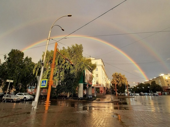 Кемеровчан восхитила яркая двойная радуга над городом