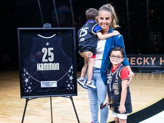 Клуб WNBA поднял под своды арену майку экс-баскетболистки сборной России Хэммон