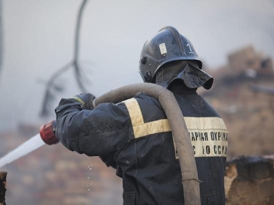 При пожаре ночью в частном доме под Волгоградом погиб человек