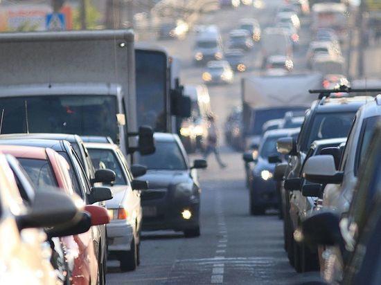 Петербургские водители стоят в шестибалльных пробках