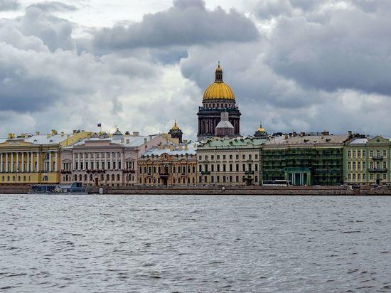 Из-за ливня уровень воды в Неве поднялся до 55 сантиметров