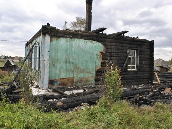 Волонтёры в Берёзовском реконструируют сгоревший дом матери с двумя детьми