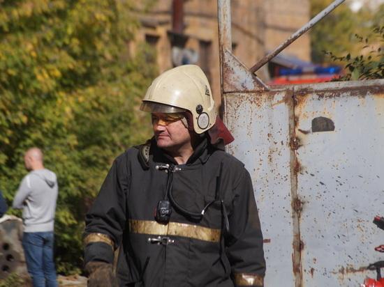 Крупный пожар на авторазборке в Красноярске: «сложность 1-БИС»