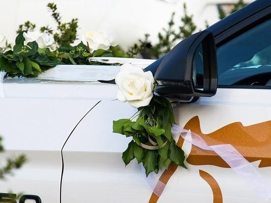 В Кемерове привлекли к ответственности участников перекрывшего дорогу свадебного кортежа