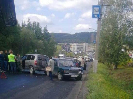 В Златоусте из-за разлитого на дороге гудрона столкнулись почти 20 автомобилей