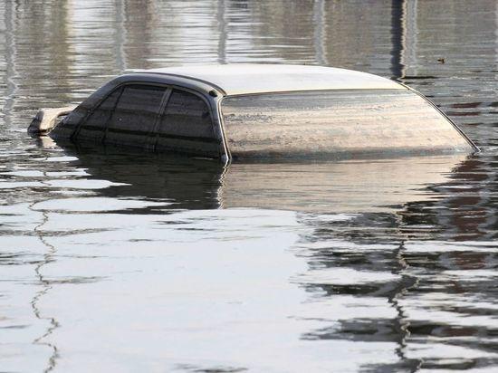 Владельцам затопленных авто в петербургском паркинге не возместят ущерб