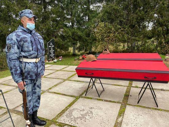 В Ленобласти захоронили останки 55 красноармейцев и детей, погибших в годы войны