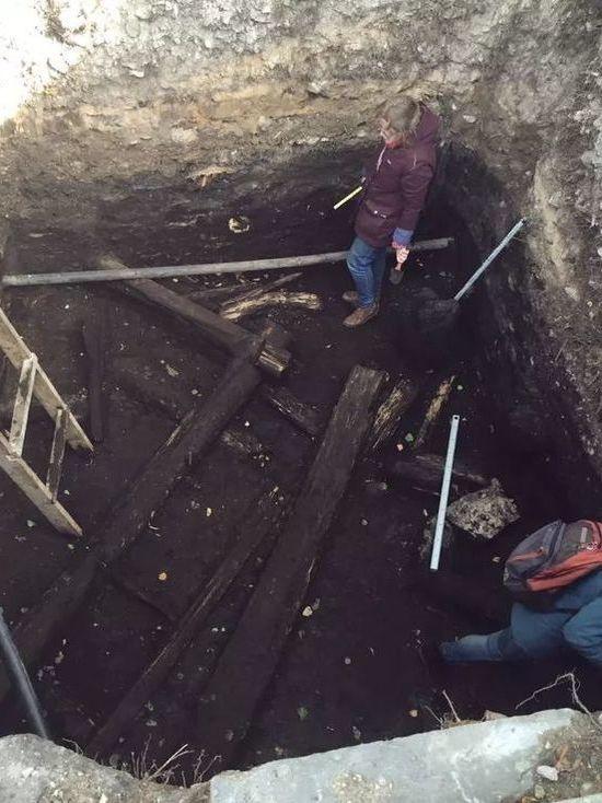 Деревянные конструкции XV века обнаружили псковские археологи на раскопках
